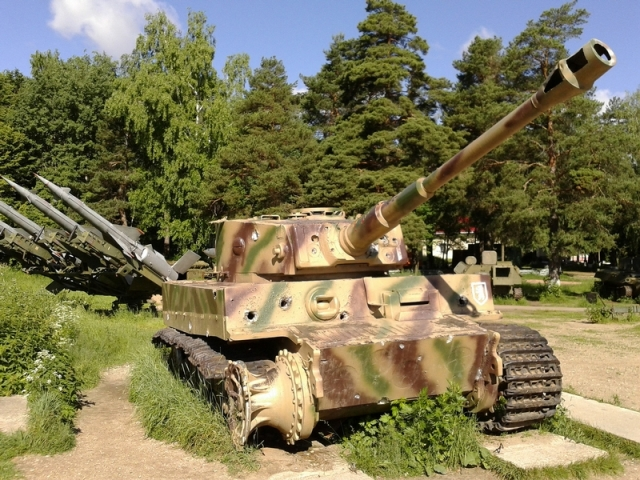"""13 Awesome Close Up Pictures of a German Heavy Tank """"Tiger ..."""