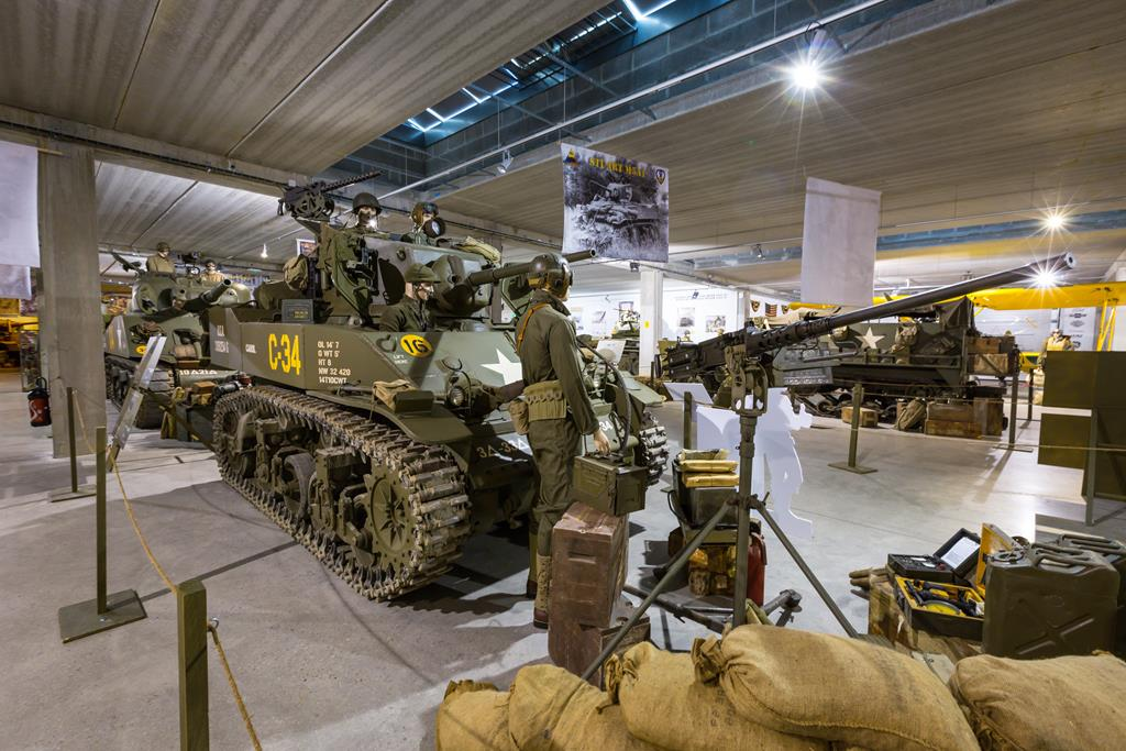 A Geeks and Re-enactors Dream! Over 120 Lots (Tanks ...